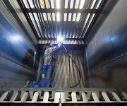 In einem Filtergehäuse von Keller Lufttechnik werden Schweißarbeiten geleistet.