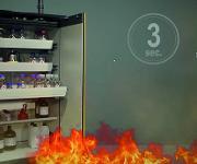 asecos Sicherheitsschränke schützen die eingelagerten Chemikalien bei Feuerausbruch bis zu 90 min.