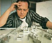 Gerhard Schubert hat sich von seiner Idee, eine flexible Verpackungsmaschine im Baukastensystem anbieten zu können, nie abbringen lassen. 1966 gründete er das eigene Unternehmen.