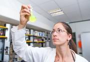 Antimikrobielle Ausrüstung von hell eingefärbten Kunststoffteilen