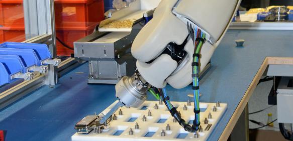 Montage von Elektrosteckern für Kupplungssysteme