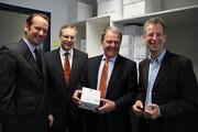News: Wissenschafts-Staatsminister Dr. Heubisch besuchte das FLÜGGE-Alumni-Unternehmen ibidi GmbH