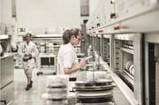 Intralogistik für Elektronikproduzenten: Fehlerfrei drückt die Kosten