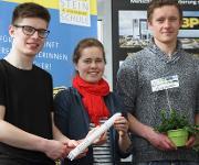 David Geray, Maria Koch und Raphael Schilling des Agrarwissenschaftlichen Gymnasiums Edith Stein-Schule in Ravensburg fragen sich: Kann Gemüse im Weltraum vegetativ angebaut und vermehrt werden, damit bei Weltraummissionen frische Lebensmittel zur Verfügung stehen?