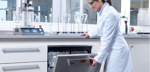 Neue Laborspüler: Mit intelligentem Spülsystem