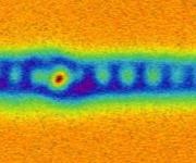 """Rasterkraftmikroskopische Aufnahme des Endes eines mono-atomaren Eisendrahtes. Deutlich zu sehen sind die einzelnen Eisenatome und am Ende das """"Auge"""" der Majorana-Fermionen. (Bild: Universität Basel, Departement Physik)"""