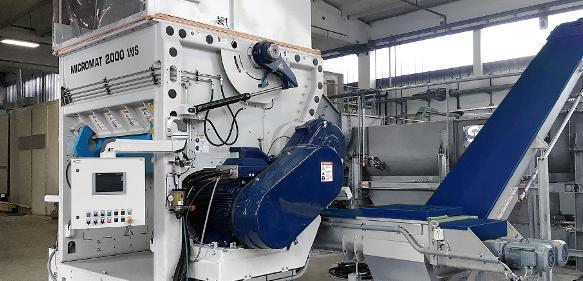 Als Vorzerkleinerer eingesetzt, ist der Nass-Schredder der erste Schritt in Kunststoff-Waschanlagen für Post-Consumer-Kunststoffabfälle. Mit den beiden nachfolgenden, ebenfalls neuen Systemen, dem Vorwäscher des Typs Rafter und dem Trockner des Typs Loop-Dryer, ist er Teil eines neuen Recyclingkonzepts zur K 2016. (Bild: Lindner)