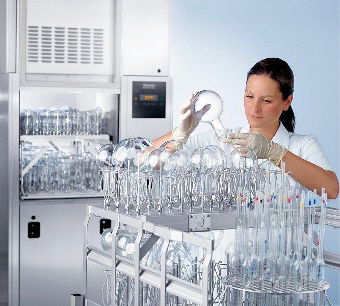 Speziell für große Labore: Effizienter Reinigungsautomat