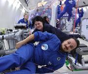 PD Dr. Claudia Koch und Dr. Florian Kohn bei einem Parabelflug. (Bildquelle: Universität Hohenheim / Fg. Membranphysiologie)