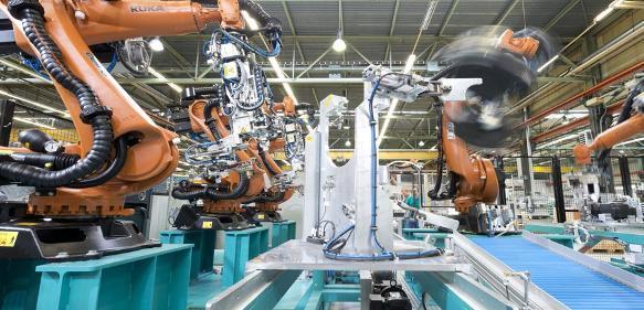 Mit Robotern automatisierte Anlage zum Schweißen