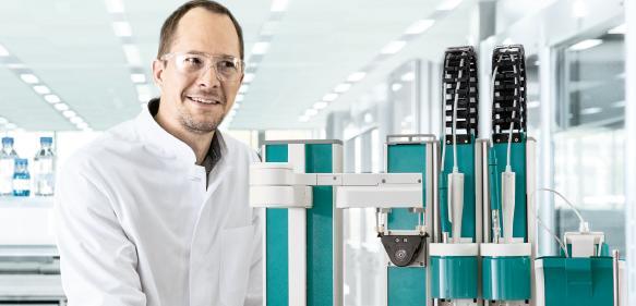 Die Titrationsplattform Omnis kann maximal 175 Proben abarbeiten und dabei bis zu vier Analysen gleichzeitig durchführen.