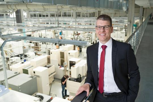 Dr. Jochen Kress, geschäftsführender Gesellschafter von Mapal, freut sich über das gute Unternehmensergebnis.
