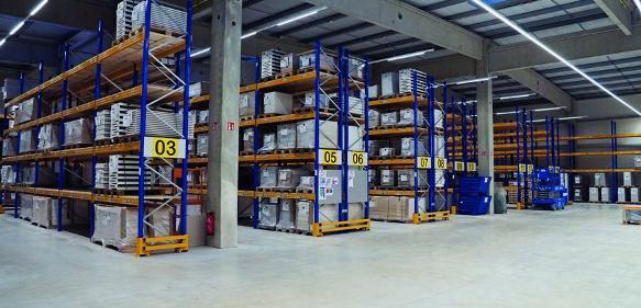 Produktions- und Lagerhalle