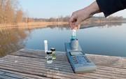 Zum Titelbild: Photometrische Wasseranalytik unterwegs und im Labor