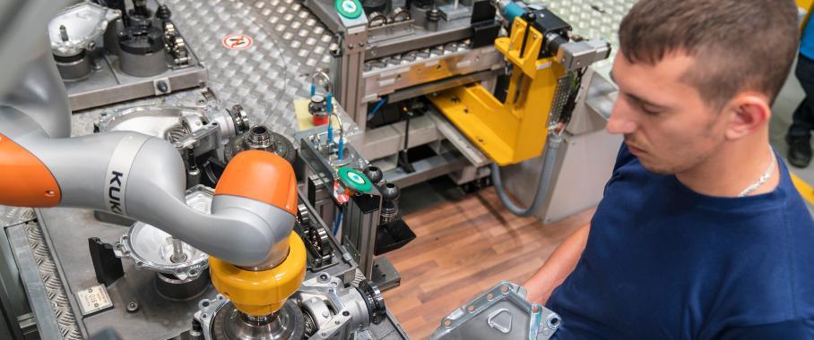 Mensch-Roboter-Kollaboration in der Achsgetriebemontage, BMW Group Werk Dingolfing