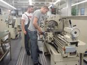 Initiative gegen Jugendarbeitslosigkeit: Bosch Rexroth bildet zwölf spanische Jugendliche aus