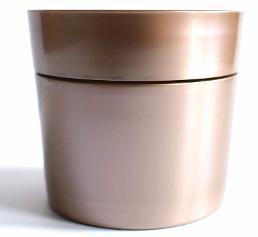 Kunststoff ganz nah am Metall – exklusive Effekte eignen sich beispielsweise für die Verpackungsindustrie, auch für Lebensmittel. (Bild: Gabriel-Chemie)