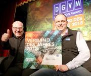"""VDWF-Präsident Professor Thomas Seul (links) und VDWF-Geschäftsführer Ralf Dürrwächter freuen sich über die Auszeichnung als Finalist beim DGVM Innovation Award """"Verband des Jahres 2018"""". (Bild: VDFW)"""