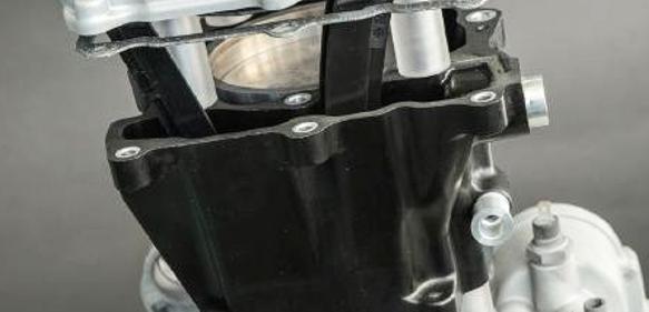 Phenolharz-basierte Werkstoffe bieten in hochbelasteten Komponenten des Antriebsstrangs Einsparpotentiale beim Gewicht. (Bild: ICT)