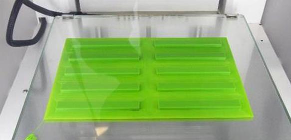 Herstellung von Prüfkörpern für Biege- und Schlagbiegeversuche. (Bild: IPT)