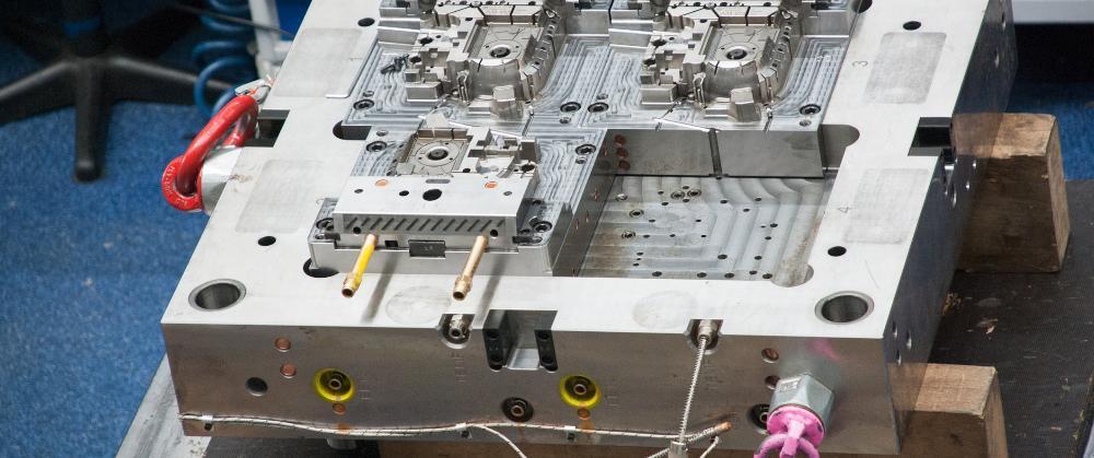 Pro Jahr durchlaufen etwa 50 bis 60 Spritzgießwerkzeuge die Fertigung bei Fassnacht, davon etwa 40 Prozent 2K-Werkzeuge. Die Kunden kommen aus unterschiedlichen Branchen.