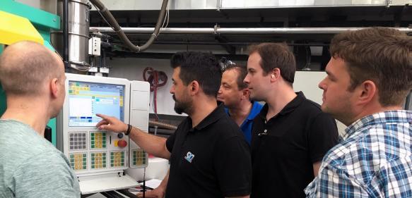 Praxisbezogene Weiterbildung direkt vor Ort!, an Maschinen, mit denen sie täglich arbeiten. (Bilder: SKZ)