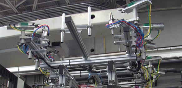 Eine Sonderlösung für das saubere Entfernen der Angüsse von zwei Produkten wurde schnell realisiert. (Bild: Fipa)