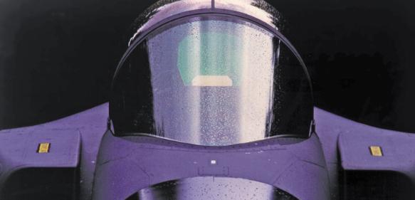 Anwendung von Plexiglas stretched als Windschutzscheibe und Canopy. (Bilder: Evonik)
