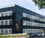 Die CIGS-Dünnschichtphotovoltaik lässt sich gut in Gebäudefassaden integrieren. (Foto: Manz AG)