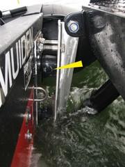 Strukturdämpfer im Einsatz am Service-Boot: Wellenschlag wird abgesoftet