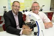 News: Schüler erhielten ZEISS Mikroskope