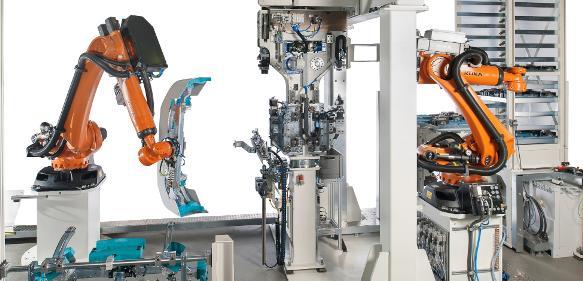 Roboterzelle: Kunststoff-Stoßfänger automatisch stanzen und verkleben