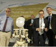 Im Bild (v.l.n.r.): Dr. Martin Wansleben, CEO Association of the German Chamber of Commerce and Industry (DIHK); Thomas Genz, Leiter Marketing bei Rhenus Lub; Carsten Lexa, G20 YEA President for Germany.
