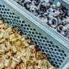 Kleineteile reinigen mit der Universal-71P-Reinigungsanlage von Dürr Ecoclean