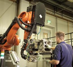 Kuka Roboter bei BMW