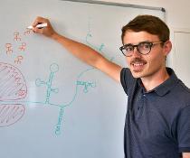 Bioinformatiker Dr. Markus Fricke von der Friedrich-Schiller-Universität Jena. Er ist Erstautor der aktuellen Studie.