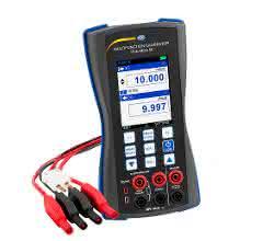 Der Universalkalibrator PCE-MCA 50 von PCE Deutschland kann für die Kalibrierung oder Wartung von Messgeräten elektrischer Größen eingesetzt werden.