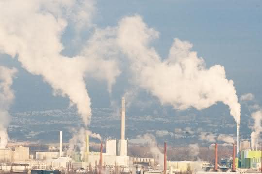 Feinstaub aus Industrie, Straßen- und Flugverkehr sowie Landwirtschaft belastet die Luft und führt zu Herz-Kreislauf-Erkrankungen.