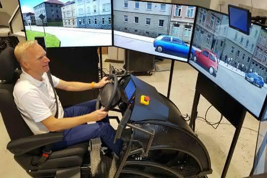 IAA Nutzfahrzeuge: Szenario Rettungsgasse: DVR bietet Simulator-Stresstest an