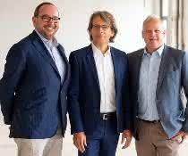 Joachim Kreuzburg (Mitte), Vorstandsvorsitzender von Sartorius und die beiden Life-Science-Factory-Geschäftsführer Marco Janezic (links) und Sven Wagner (rechts).