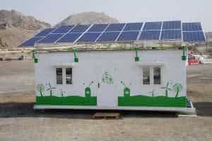 Die weltweit erste netzunabhängige Büro- und Unterkunftskabine deckt den Tag- und Nachtenergiebedarf komplett über Solarenergie.