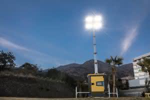 Atlas Copco hat einen neuen, extrem leisen, dieselbetriebenen LED-Lichtmast für den Einsatz in Städten und Wohngebieten entwickelt.