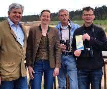 v.l.n.r.: Wolfgang Zapf, Dr. Ruth Dirsch, Wolfgang Chunsek, Bernd Michl beim Startschuss für das Artenschutzprojekt für die Vogelarten Wiedehopf und Wendehals in der Sandgrube Kreuzstein, Schwaig b. Nbg.