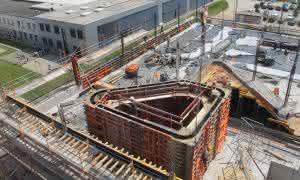 Betonbau: Außen abgerundete Ecken – innen Open-Space-Arbeitsplätze