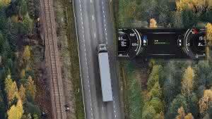"""Mit dem Prognoseassistenten von Scania wir dem Fahrer ein """"kombinierter Aufmerksamkeitsgrad"""" angezeigt, der auch Warnmeldungen auslöst."""