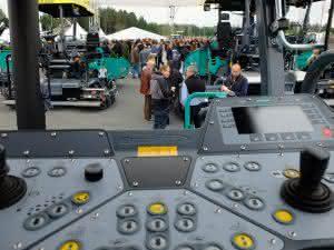 Über 3.000 geladene Gäste besuchten die Wirtgen Road Technology Days bei der Hamm AG in Tirschenreuth. (Abb. Baugewerbe)