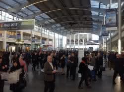 Schon früh morgens sind die Messehallen in München gut besucht. (Abb.: Rudolf Müller Mediengruppe)