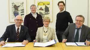 Besiegelung der Vereinbarung für den gemeinsamen Studiengang zwischen dem BWI-Bau und der FH Münster. (Abb.: FH Münster/Pressestelle)