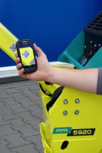 Einfach kurz den QR-Code scannen und schon zeigt das Smartphone alle relevanten Informationen zur jeweiligen Ammann-Maschine an. (Ammann)