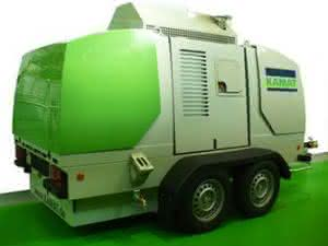 Herzstück des mobilen Höchstdruckreinigers ist eine bewährte KAMAT Höchstdruck-plungerpumpe für Drücke bis maximal 2800 bar bei einem Volumenstrom von 27 l/min. (Abb.: Kamat)